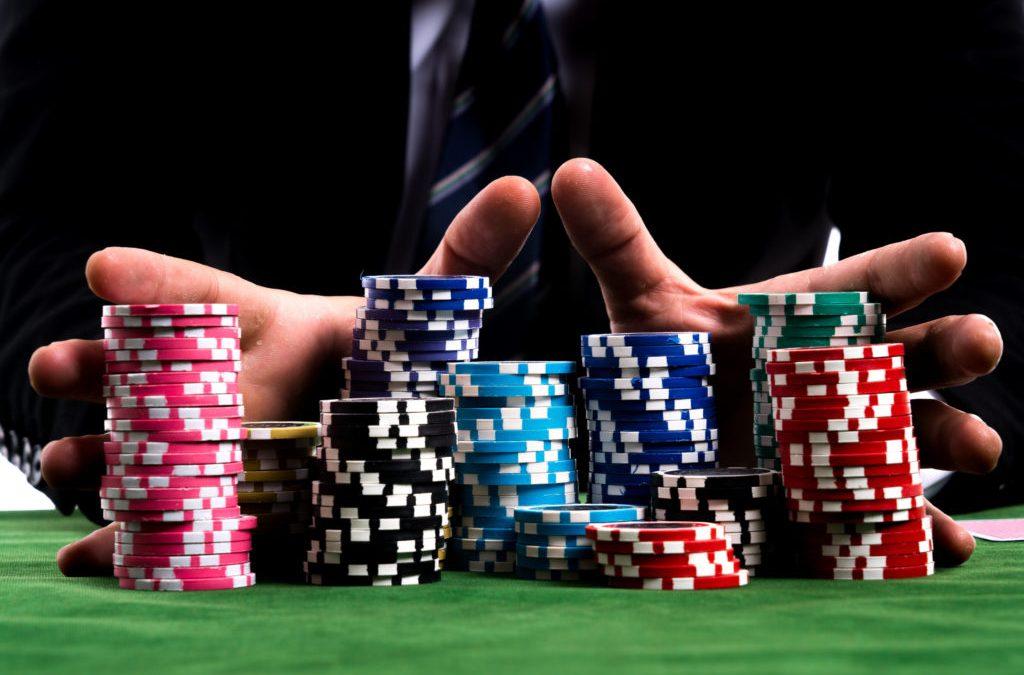 5 trucos para jugar a poker y ganar en los torneos gratis