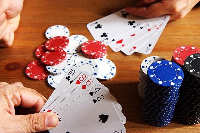 jugar a poker. Enseñando