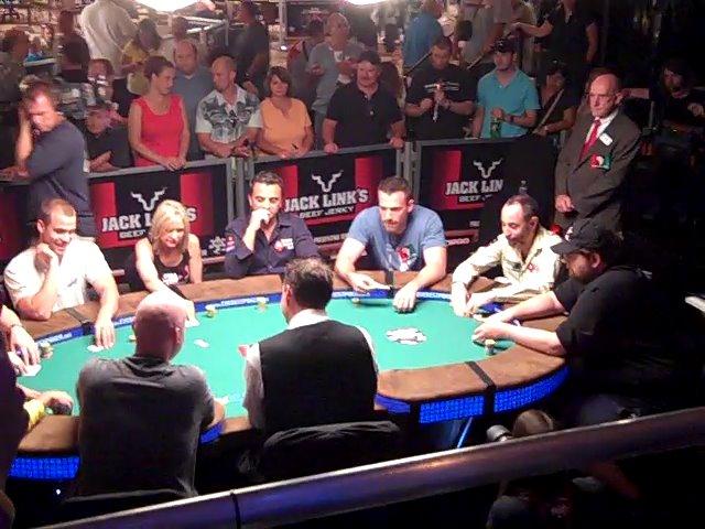 Torneo de poker. Ben Affleck en un torneo
