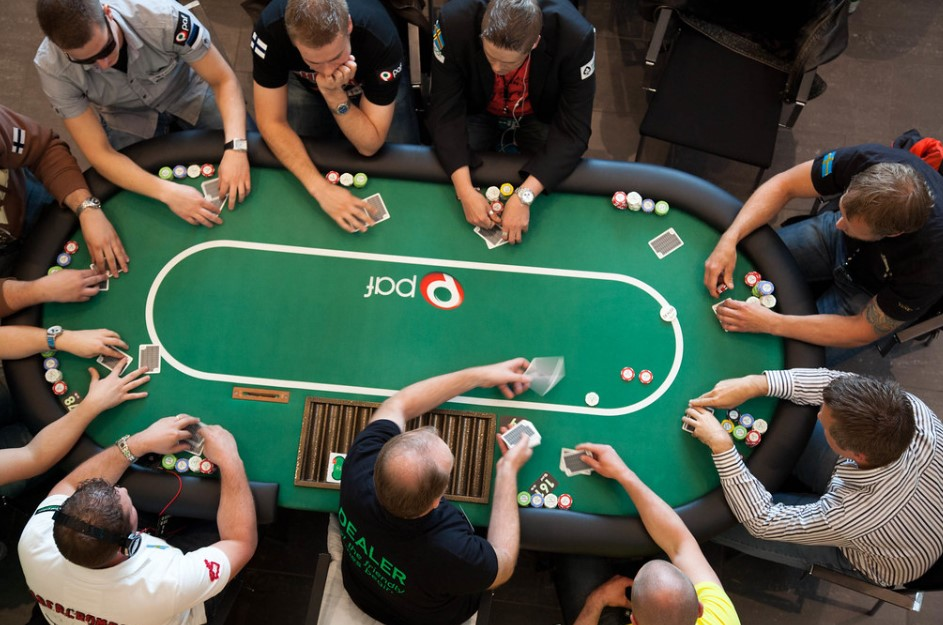 Ciegas en el poker. Posición en mesa